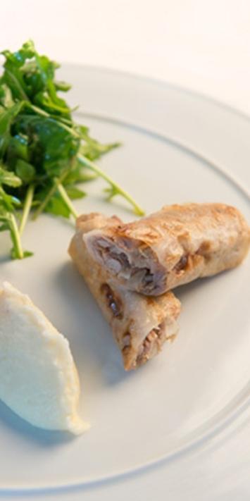 Nems de jarret de veau d'Aveyron et du Ségala au foie gras purée de panais & salade de roquette