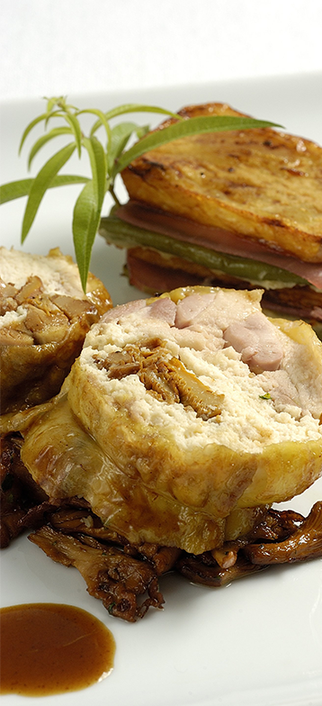 Cuisses d'oies fermières du Gers farcies aux girolles, millefeuille de pomme confite «A l'anglaise»